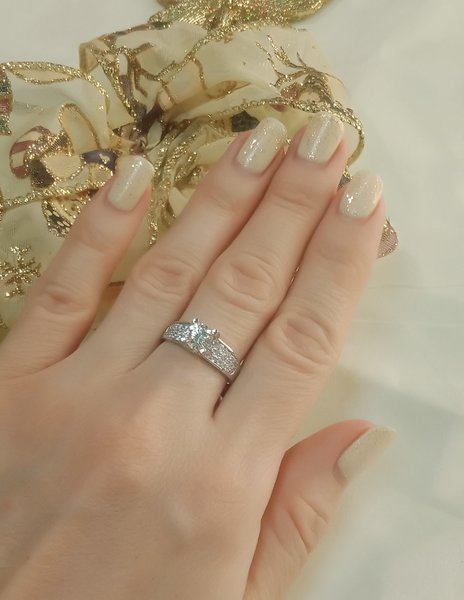 Золотое кольцо скристаллом сваровски