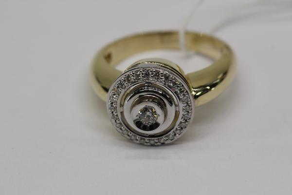 Золотое кольцо сбриллиантом