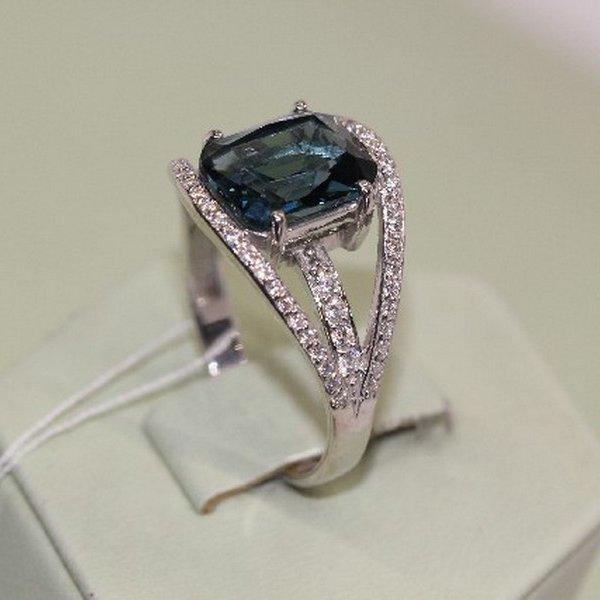 Серебряное кольцо скварцем ифианитом