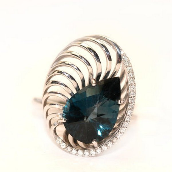 Золотое кольцо стопазом лондон ибриллиантом