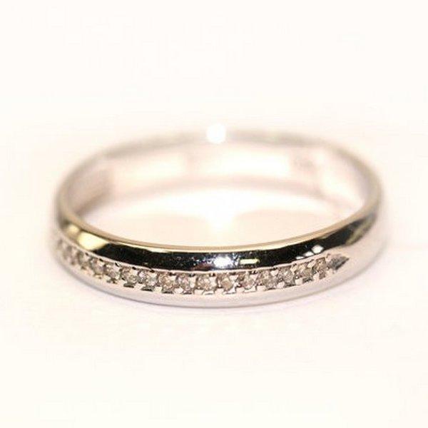 Золотое обручальное кольцо сбриллиантом