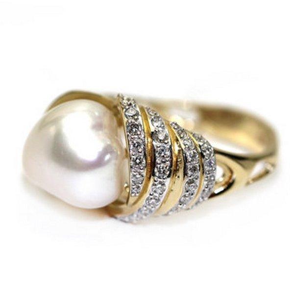 Золотое кольцо сжемчугом морским ибриллиантом