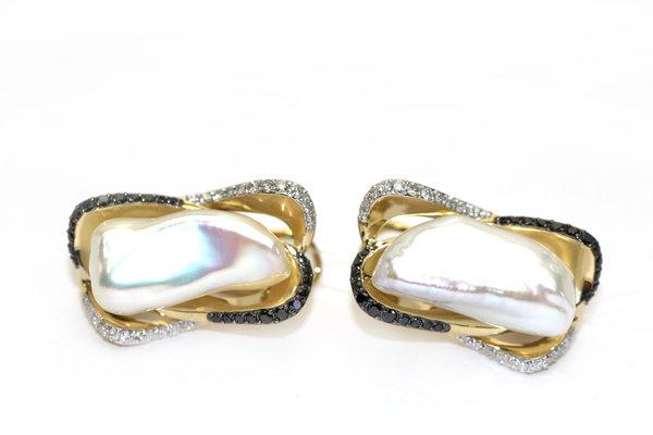 Золотые серьги счерным бриллиантом, жемчугом морским ибриллиантом