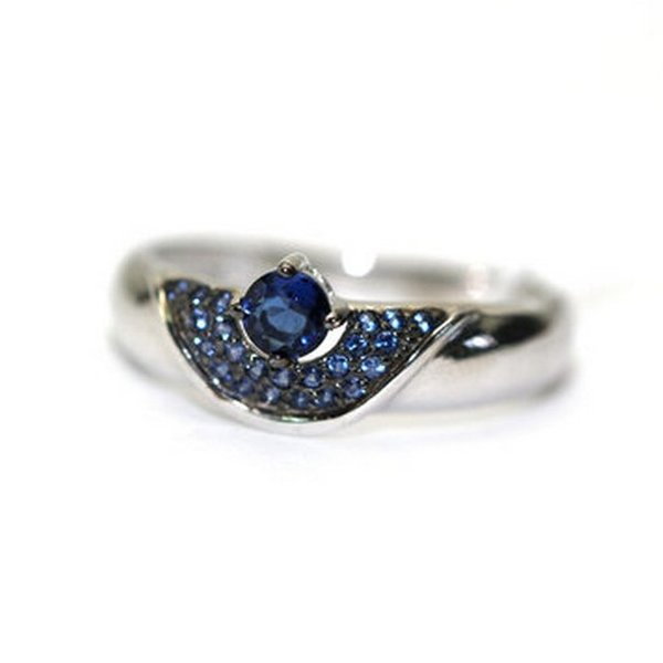 Серебряное кольцо скристаллом