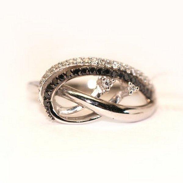 Золотое кольцо счерным бриллиантом ибриллиантом