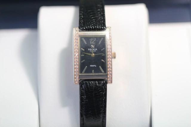 Золотые часы женские сфианитом