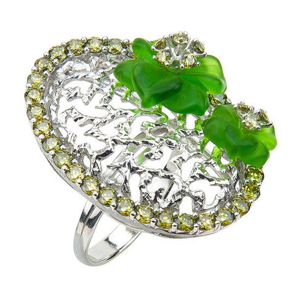 Серебряное кольцо сфианитом икварцем