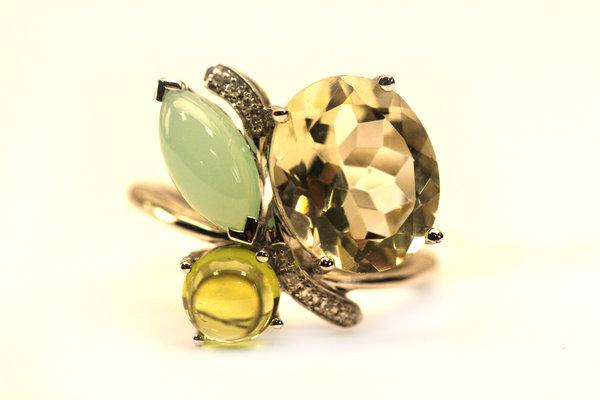 Золотое кольцо схалцедоном, перидотом, кварцем ибриллиантом