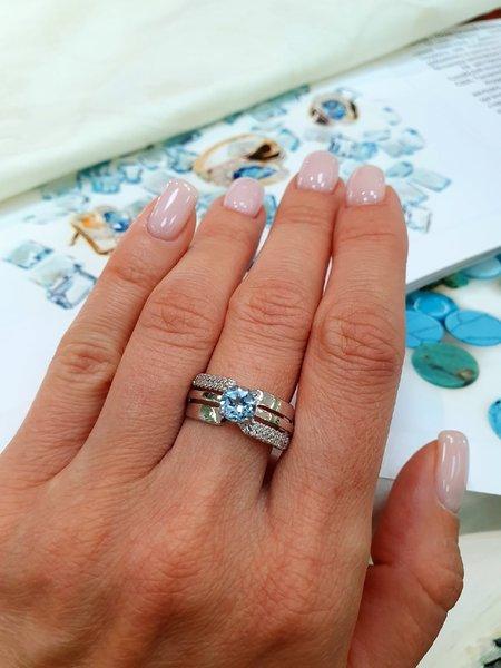 Серебряное кольцо стопазом ифианитом